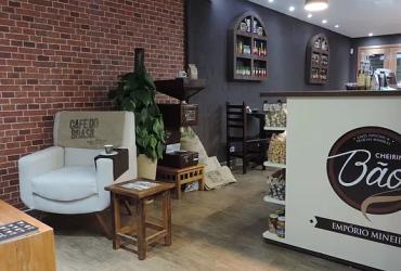 Após serem demitidos na pandemia, vendedores abrem cafeteria